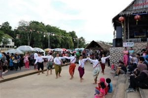 dance performance at Klong Hae Floating Market Hat Yai