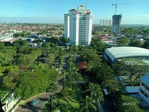 Eye Frog Shoot of Shangri-La Hotel Surabaya Indonesia's entrance