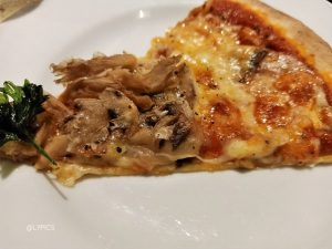 mushroom pizza at La Regina Ristorante Italiano Malang
